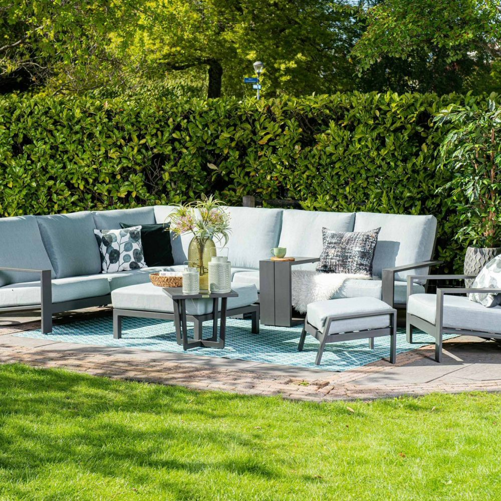 The Lincoln range from Garden Impressions is made of aluminum, so it's easy to maintain and won't rust