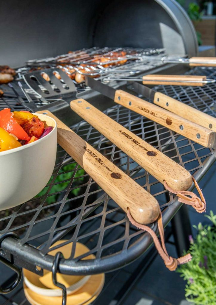 garden-grill-tools-with-wooden-handles
