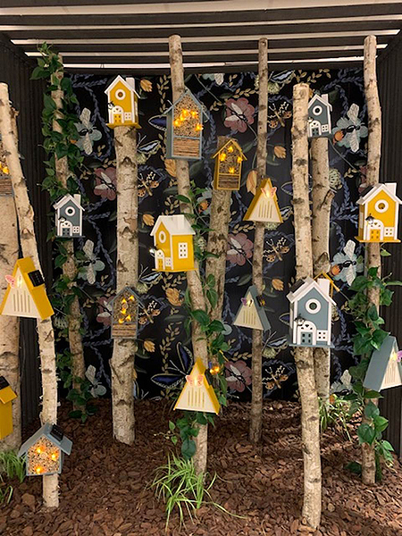 kaemingk-bird-and-insect-houses-with-lovely-solar-lights