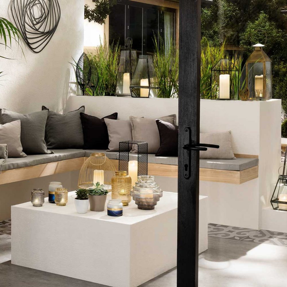 premier-decorations-accentuate-your-outdoor-living-space